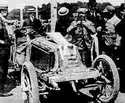 Победитель первых в Соединенных Штатах автомобильных соревнований Фрэнк Дюрайи (Чикаго - Эванстон - Чикаго, 1895 год)