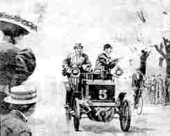 Несущийся со скоростью 130 км в час Mors-Dauphine Фернана Габриэля и всего в нескольких метрах от него беседующие дамы - такова была атмосфера гонок Париж - Мадрид (Бордо) 1903 года.