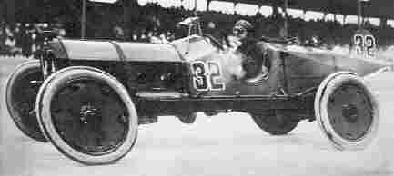 Победитель первых гонок Indianapolis-500 Рэй Гаррун на автомобиле Marmon-Wasp (1911 год). - Classic