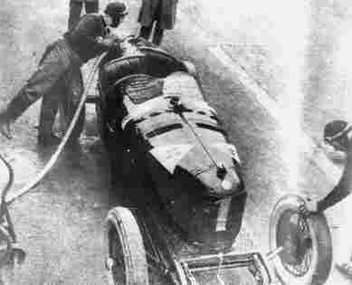 Остановка в боксах Антонио Аскари (Alfa-Romeo P2) в ходе гонок на Gran Premio d'Jalia 1924 года