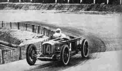 Победителями Большого приза АКФ 1925 года стали Альбер Диво и Робер Бенуа, управлявшие