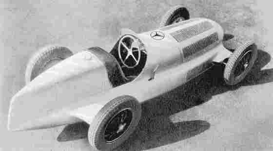 Mercedes-Benz W25, сфотографированный в феврале 1934 года, еще щеголял белым окрасом
