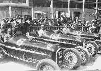 Scuderia Ferrari (слева направо - Варци, Широн, Тросси) перед стартом Большого Приза АКФ 1934 года