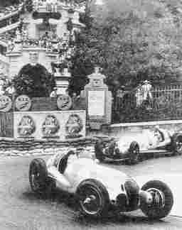 В GP de Monaco 1937 года состоялась фантастическая по зрелищности дуэль пилотов Mercedes-Benz -