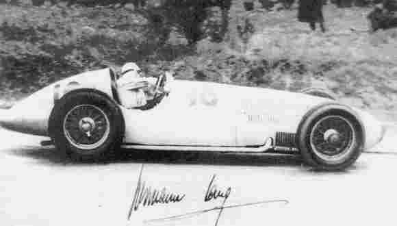 Чемпион Европы 1939 года Герман Ланг (Mercedes-Benz W163) на трассе Эйфельских гонок,