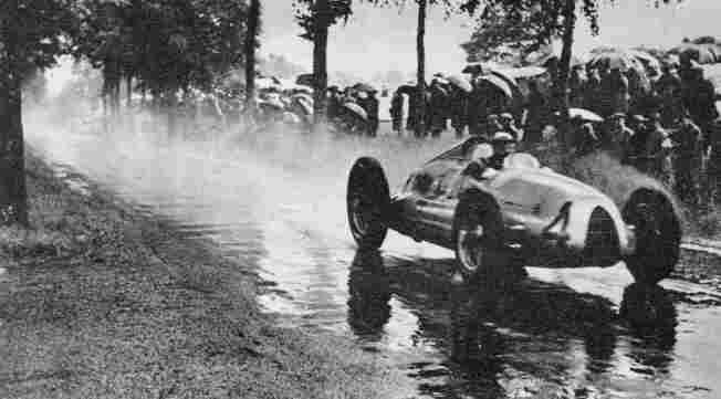 Рудольф Хаазе (Auto-Union D) занял в Большом Призе Бельгии 1939 года второе место
