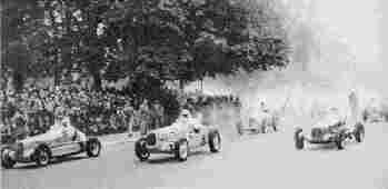 Старт первых послевоенных автогонок, проводившихся 9 сентября 1945 года в Булонском лесу