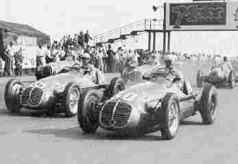 Старт гонок Daily Express Trophy 1949 года в Сильверстоуне. Ѓ30 - Джузеппе Фарина на Maserati 4CLT/48