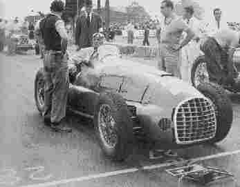 Первый Ferrari класса Grand Prix - модель 125. На снимке - за рулем болида Луиджи Виллореси. Справа,